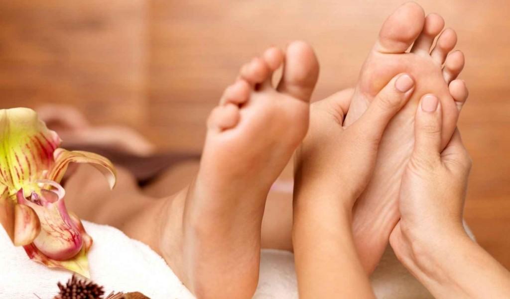 درمان بیماری ها با روغن زدن به کف پا